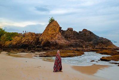Deburan Ombak Pantai Marina di Pesisir Kota Kalianda