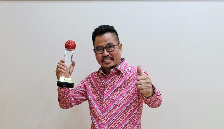 Djoko Tata Ibrahim Deputy CEO Smartfren saat menerima penghargaan IDX Channel Anugerah Inovasi Indonesia 2021