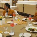 Pelatihan Table Manner Mahasiswa Kampus Kridawisata
