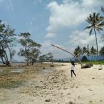 Desiran Angin dan Deburan Ombak di Pantai Sebalang