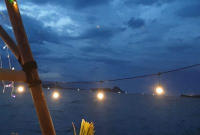Menunggu Sunset di Pantai Sebalang